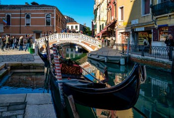 Blue sky, gondola, reflections, colours: All Venice's beauty today on the Frari Canal in the District of San Polo on the 29th December 2019