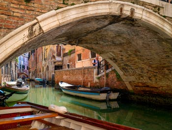 Sant'Aponal Canal under the Storto Bridge, in San Polo District in Venice.