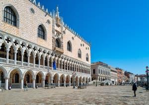 The Venice Doge's Palace and the Paglia Bridge.