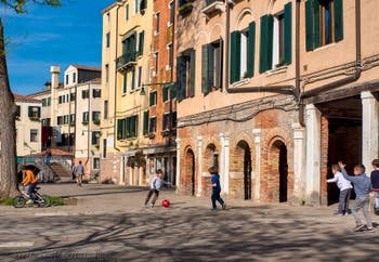 Campo de Ghetto Nuovo Square in Venice in Italy