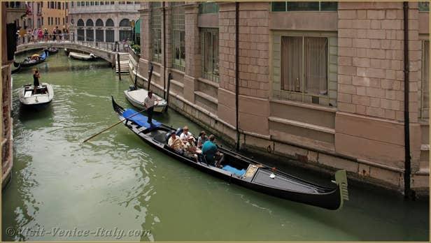 Rental Flat Venice Affresco, the view on Scoacamini canal