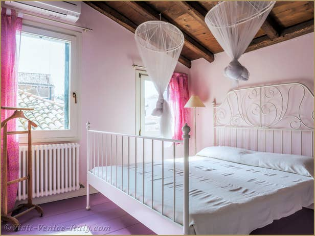 Alice Garden House Renta inl Venice , the second bedroom on 2nd floor