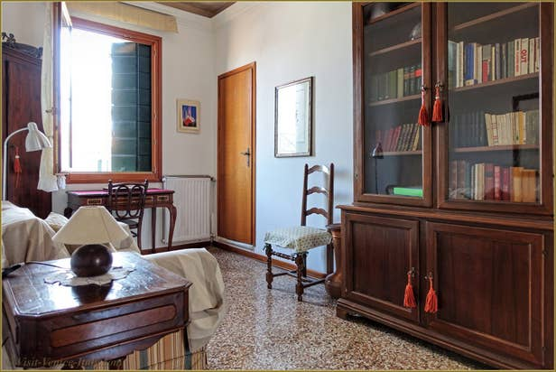 Rental Flat Greci View in Venice, small lounge