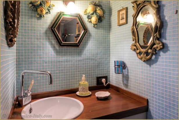 Flat Rental Venice Ponte Storto, the toilets