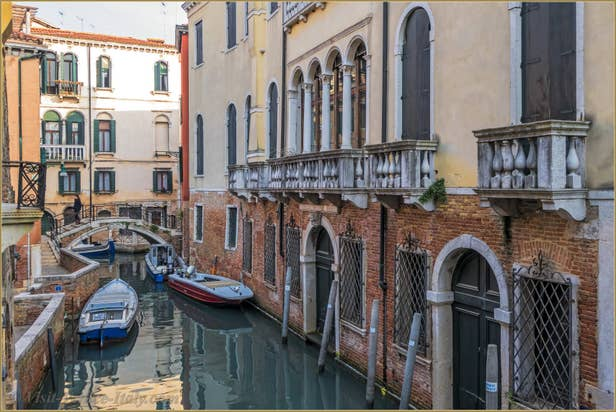 Flat Rental Venice Ponte Storto, view on Sant Aponal Canal