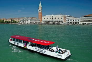 Boat Hop-On Hop-Off to Visit Venice and the Islands of Murano, Burano and Torcello